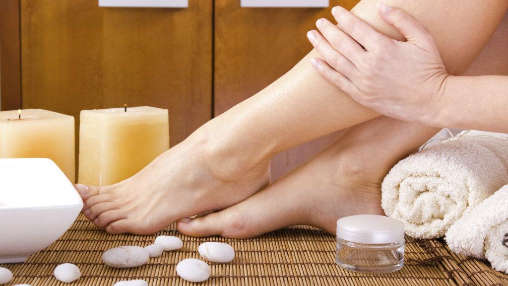 خلطة طبيعية لتبيض القدمين وجعلهما ناعمتين !