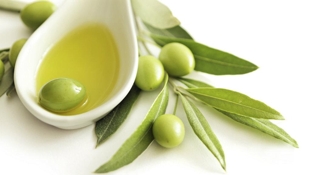 إشربوا زيت الزيتون صباحًا قبل الأكل بشكلٍ يومي وتنعّموا بهذه الفوائد IStock_000041825220_Medium