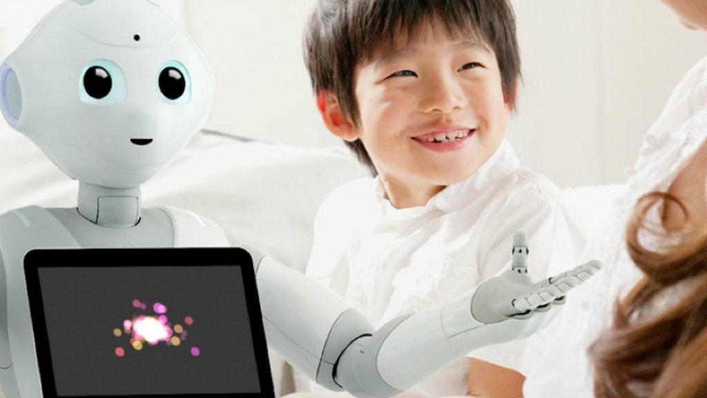 روبوت يأخذ سيلفي