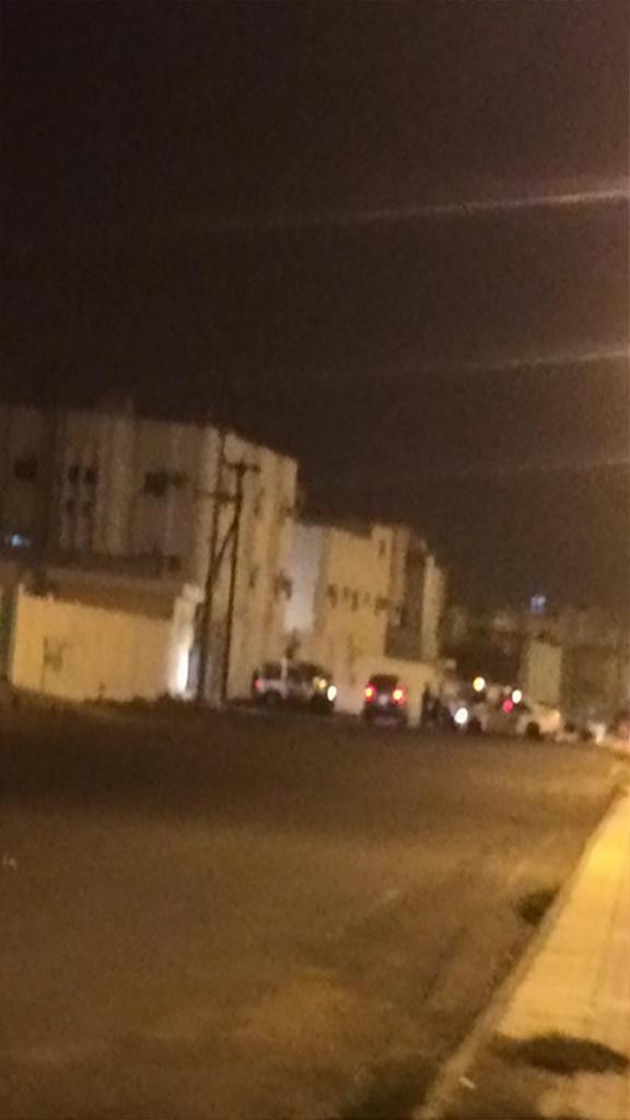 الجهات الأمنية أثناء محاصرة المكان