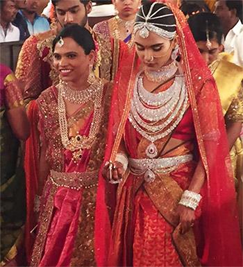 بالصور: زفاف تكلف 75 مليون دولار والدعوات ذهبية والفستان بـ 15 مليون 6 23/11/2016 - 12:55 م