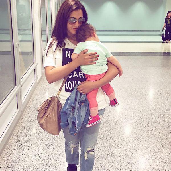 صور.. أول ظهور لابنة دنيا سمير غانم في حفل زفاف شقيقتها ...