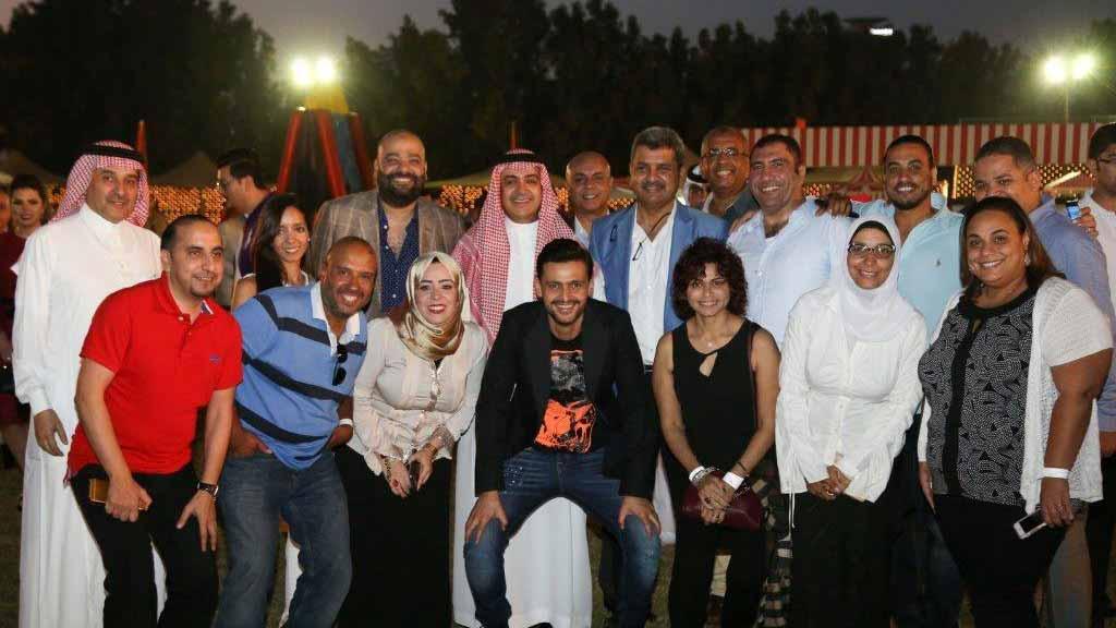 الشيخ وليد آل ابراهيم والأستاذ علي الحديثي برفقة محمد عبد المتعال ورامز جلال وفريق