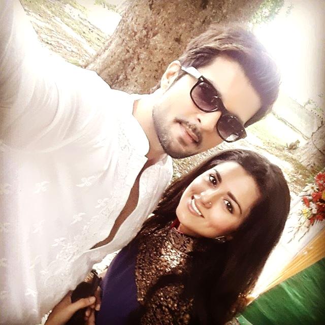 Ulka Gupta And Kratika Sengar صور.. رومانس�...