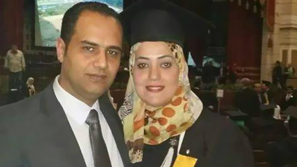 أحمد العشرى وزوجته