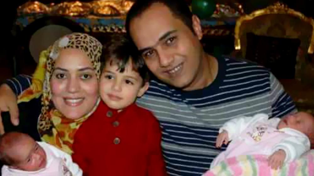 أحمد العشرى وزوجته وأبناءه