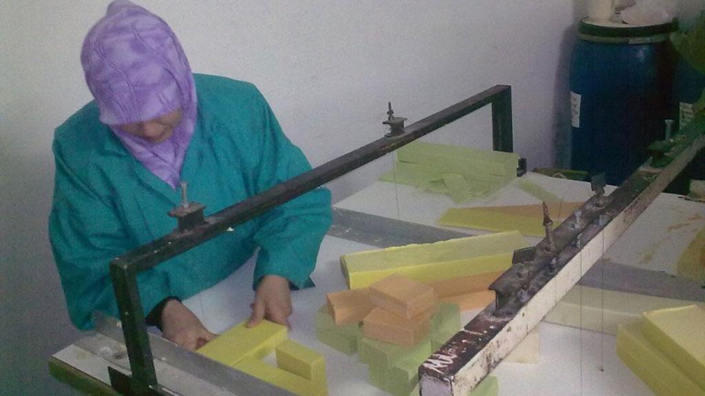 صناع الأمل: مبادرة لتدريب مئات الأردنيات على تدوير الورق وإنتاج الصابون