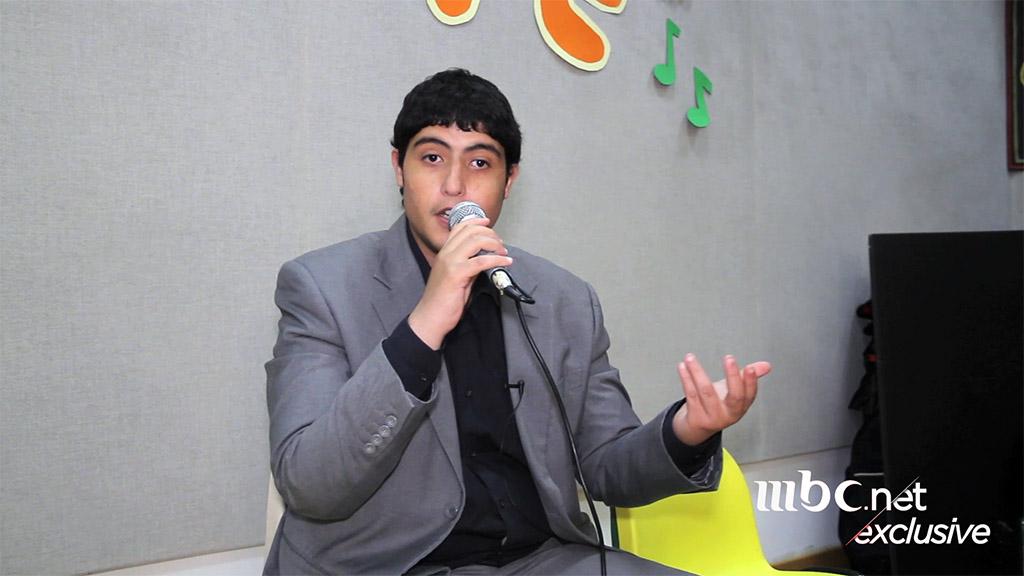 شاب يمني استبدل إعاقته ببحر مواهب