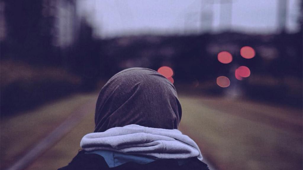 عمانية وصلت لآلاف المتابعين دون أن تكشف عن وجهها