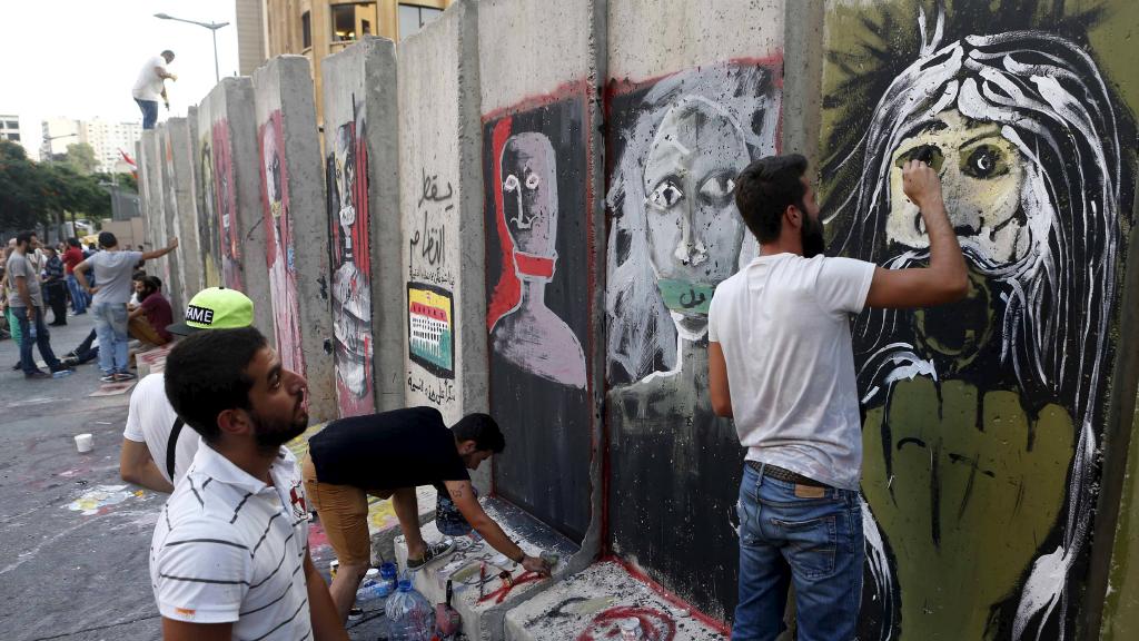 بالصور.. متظاهرو لبنان يعبرون عن مطالبهم بالرسم