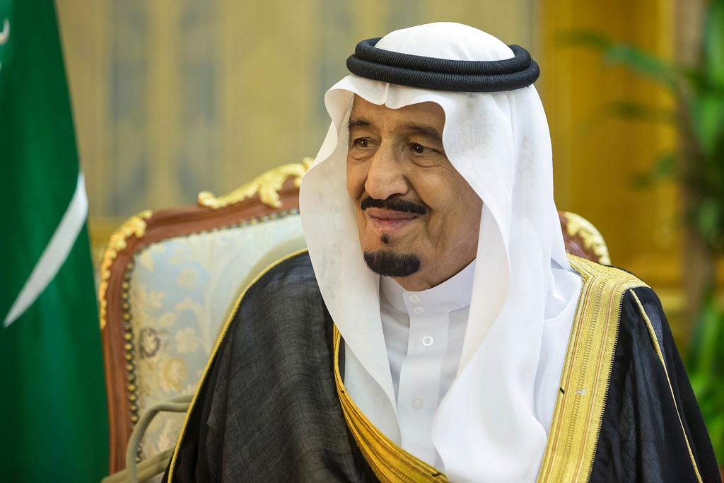 صور.. طبيب سعودي يرسم صورة رائعة للملك سلمان